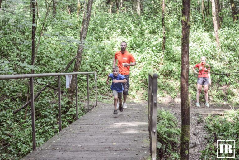 Hindernislauf INN RUN in Passau - Auch für Familien und Kinder - Family RUN - Bayern, Deutschland - Familien läuft durch den Wald